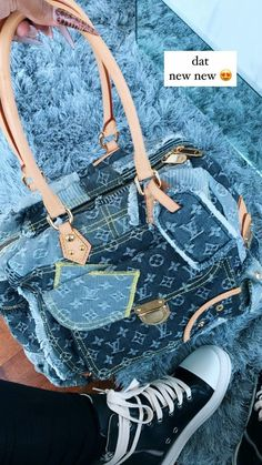 Urban Outfits, Chic Outfits, Girl Outfits, My Bags, Purses And Bags, Early 2000s Fashion, Cute Bags, Luxury Bags, Clutch Wallet