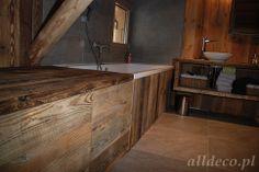 Łazienka wykończona w starym drewnie