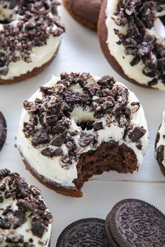 Oreo Cookies and Cream Donuts are baked, not fried, and ready in just 20 minutes. Oreo Donuts, Chocolate Donuts, Baked Donuts, Doughnuts, Donut Recipes, Baking Recipes, Dessert Recipes, Brunch Recipes, Dinner Recipes