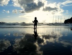The Philippines with Kids: We tell you all you need to know about visiting El Nido, Palawan with the family. How to get there, where to stay, where to eat and what to do in this beautiful corner of The Philippines. Philippines Vacation, El Nido Palawan, Family Adventure, Asia Travel, Southeast Asia, Family Travel, Singapore, Sailing, Japan