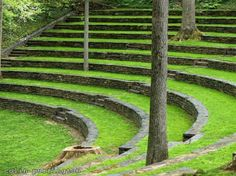 love these minimal walls/seats, what a great space. Landscape And Urbanism, Urban Landscape, Landscape Design, Garden Design, Theater Architecture, Outdoor Landscaping, Outdoor Decor, Green Environment, Outdoor Theater