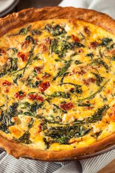Spinach, Red Pepper, and Feta Quiche. Half small onion sautéed first. 3 eggs w more milk. Grape tomatoes with spinach mixture. Colby Jack cheese with eggs Spinach Feta Quiche, Spinach Quiche Recipes, Vegetable Quiche, Greek Quiche Recipe, Frittata, Goat Cheese Quiche, Healthy Quiche, Vegetarian Quiche, Veggies