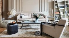 Glam Living Room, Home And Living, Pouf Cuir, Estilo Interior, Glam House, Relax, Interior Design Living Room, Dining Bench, Beautiful Homes