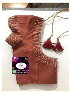 Cutwork Blouse Designs, Saree Blouse Neck Designs, Simple Blouse Designs, Stylish Blouse Design, Simple Designs, Blouse Simple, Hand Work Blouse Design, Sari Design, Simple Embroidery Designs