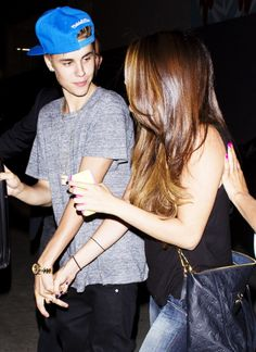 Awww! They were so cute together! They're holding hands! Omg I love it! Its so cute how Justin is looking at Selena! I hope they get back together some day! :)