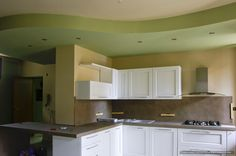 cucina con contro soffitto in cartongesso