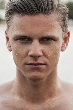 mannen   Beautybizz Man Photo, Photo Look, Best Skincare For Men, Christopher Campbell, Lotion, Portrait Pictures, Edit Your Photos, Facial Care, Male Beauty
