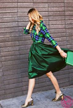 Plaid Top And Skirt 2017 Street Style Green Skirt Outfits, Summer Outfits, Street Style 2017, Silhouette, Satin Dresses, Clothing Patterns, Everyday Fashion, Midi Skirt, Wrap Dress