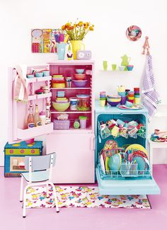 Happy kitchen - we <3 color! RICE AW13