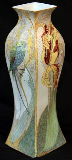 Rozenburg,  Eggshell Vase, 1902, Decorator : Samuel Schellink.