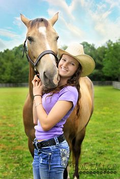 Senior girl with her horse in Henderonsillve, NC.