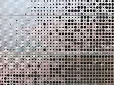 The de Young Museum by Herzog & de Meuron: A Fine Art museum in the bright & sunny San Fransisco. Perforated Metal Panel, Metal Panels, Screened Porch Decorating, Metal Screen, Canopy Design, Museum, Tiles Texture, Photo Journal, Facade Design
