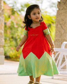 Baby Girl Dresses Diy, Little Girl Gowns, Kids Party Wear Dresses, Kids Dress Wear, Baby Girl Dress Patterns, Little Girl Outfits, Kids Wear, Baby Dress, Girls Frock Design