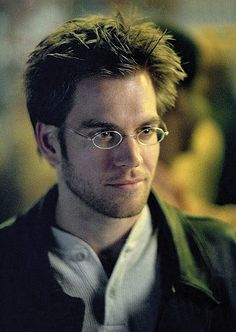 Michael Weatherly with glasses can we say Daniel Jackson?? wow