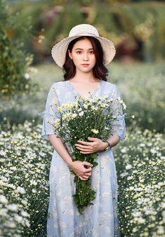 Korean Fashion Dress, Ulzzang Fashion, Kpop Fashion, Kawaii Fashion, Ulzzang Girl, Fashion Dresses, Picnic Dress, Girls With Flowers, Fantasy Photography