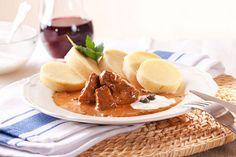 Francouzský guláš Stew, Panna Cotta, Waffles, French Toast, Breakfast, Ethnic Recipes, Food, Morning Coffee, Dulce De Leche