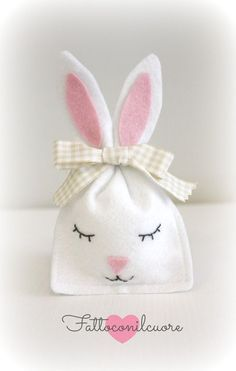 78 Cheap Easter Decoration Ideas to Make at Home Bunny Crafts, Felt Crafts, Diy And Crafts, Arts And Crafts, Easter Projects, Easter Crafts For Kids, Bunny Party, Diy Ostern, Bunny Birthday