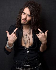 """Russell Brand """"... without fame, this hair is mental illness!"""""""