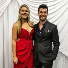 Jackson Heywood and Sophie Dillon aka Brody and Ziggy Home And Away Cast, Jackson, Tv Shows, Couples, Summer, Actor, Red, Black People, Summer Time