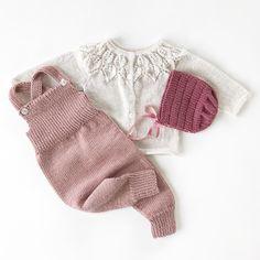 Det aller kjekkeste med strikking er fornøyde mottagere Snart snart kommer ei lita tulle som allerede har vunnet i livets lotteri #knittinginspiration#knitspiration#knitinspire##instaknitters#strikktilbarn#babystrikk#jentestrikk#barnestrikk#babyknits#knitforgirls#neatknitting#ministil#kids_knitting_inspiration#knitinspo123#norwegianmade#norwegianmadeknitting #knitting_inspiration#knitting#instaknit#knitstagram#knittersofinstagram#i_loveknitting#knittinglove#knitting_is_love#strikking#stri... Crochet Kids Hats, Knitting For Kids, Baby Knitting Patterns, Baby Patterns, Knitting Projects, Crochet Baby, Knit Crochet, Stitch Patterns, Toddler Fashion