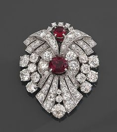 Buy online, view images and see past prices for BROCHE PENDENTIF ART DECO. Invaluable is the world's largest marketplace for art, antiques, and collectibles. Gemstone Brooch, Diamond Brooch, Art Deco Diamond, Gemstone Jewelry, Diamond Ice, Silver Brooch, Beaded Jewelry, Bijoux Art Nouveau, Art Nouveau Jewelry