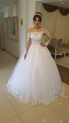 Off the Shoulder White Tulle Ball Gown Wedding Dress with Appliques Vestido de novia - New ideas Princess Wedding Dresses, Best Wedding Dresses, Bridal Dresses, Wedding Gowns, Tulle Ball Gown, Ball Gowns, Quinceanera Dresses, Bridal Looks, Summer Winter