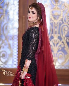 Image may contain: one or more people and people standing Bridal Mehndi Dresses, Pakistani Wedding Outfits, Pakistani Dresses Casual, Bridal Dress Design, Pakistani Bridal Dresses, Pakistani Wedding Dresses, Pakistani Dress Design, Bridal Outfits, Bridal Lehenga