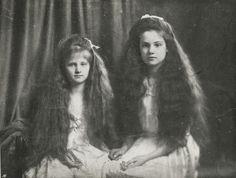 "lamus-dworski: "" Young Polish countess Karolina Lanckorońska (on the right) with her sister Adelajda, c.1912. The countess Karolina Lanckorońska (1898-2002) became a notable Polish World War II anti-nazi and and anti-communist resistance fighter, a..."