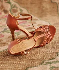 Sézane Salome Heel T-Strap Sandals - Tan woven/braided strap at toes - T-strap design - Adjusted ankle strap - heel - EUC - European Size 35 / US Size 5 Sezane Shoes Pretty Shoes, Beautiful Shoes, Cute Shoes, Me Too Shoes, Stilettos, High Heels, Pumps, Black Heels, Shoe Boots