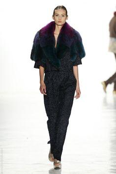 Tendencia NYFW: Invitadas con chaquetas de pelo | Blog de Webnovias http://www.webnovias.com/blog/tendencia-nyfw-invitadas-con-chaquetas-de-pelo/