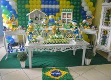 Mamães, tudo sobre essa festa infantil no tema verde-amarelo/Copa do Mundo em: http://mamaepratica.com.br/2014/06/12/mamae-em-festa-verde-e-amarelo/ Foto: blog Mamãe Prática Brazilian children's party - World Cup
