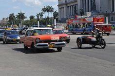 Du lịch Cuba - Khi Tổng thống Mỹ Barack Obama tuyên bố bình thường hoá quan hệ giữa Mỹ và Cuba, hòn đảo lớn nhất trên biển Caribe đang đứng trước những sự thay đổi lớn. Cuộc sống của người dân sẽ dần được cải thiện với sự xuất hiện ngày càng nhiều xe hơi hiện đại trên đường phố. Số phận của những chiếc xe cổ - nét đặc trưng văn hoá được hình thành trong suốt 50 năm bị cấm vận ở đất nước này – liệu có bị đẩy lùi?