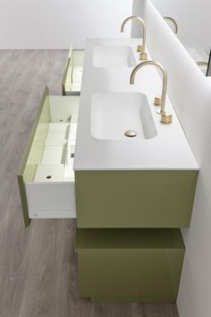 Manhattan collection of bathroom furniture, by Oasis. This is the green version, with washbasin in one piece, by Tecnoril or Geacril.