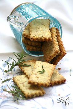Ribes e Cannella: Biscotti salati allolio doliva, nocciole, rosmarino e semi di sesamo