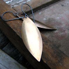 Minimalist earrings vintage brass leaf and sterling by noblegnome. Simple Earrings, Minimalist Earrings, Vintage Earrings, Artisan Jewelry, Wire Jewelry, Fashion Jewelry, Bling, Brass, Jewels