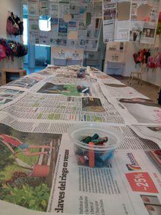 Escenario lúdico sala de cuatro con papel de diario – INSTITUTO SANTA RITA Reggio Emilia, 30 And Single, Ideas Para, Montessori, Kindergarten, Indoor, Shapes, Education, Crafts