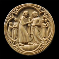 Cover of a mirror box, ivory, end of the 13th century, Paris. A lady gives a sword to a knight. MRAH, Jubilee Park, Brussels.