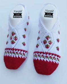 Knitting Blogs, Baby Knitting Patterns, Knitting Socks, Crochet Patterns, Cross Stitch Borders, Cross Stitch Animals, Bead Crochet, Crochet Baby, Two Needle Socks