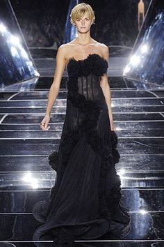 See the complete Marchesa Spring 2007 Ready-to-Wear collection.