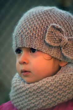 ALL SMILES by Myla Vayner ALL SMILES she is:) and this mommy is pretty happy too when my little one is all warm and toasty when wearing this set:) Baby Hat Knitting Patterns Free, Knit Beanie Pattern, Baby Hat Patterns, Knitting For Kids, Knitted Baby Beanies, Knitted Hats, Diy Crafts Knitting, Knitted Bunnies, Baby Girl Hats