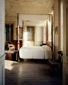 bedroom-rustic-vintage-eclectic-decor-canopy-bed-home-ideas-aiken_rhett