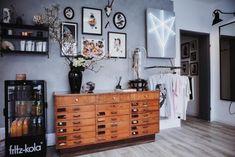 """Hereinspaziert: Homestory im Tattoo-Studio """"Atelier Tietchen"""" in Hamburg! #sessel #living #wohnen #wohnideen #einrichten #interior #COUCHstyle"""