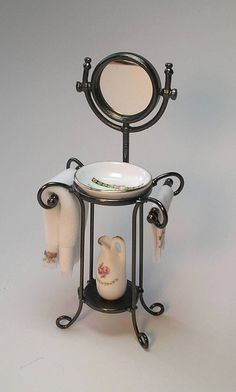 miniature washstand with mirror Vitrine Miniature, Miniature Rooms, Miniature Houses, Miniature Furniture, Fairy Furniture, Doll Furniture, Dollhouse Furniture, Minis, Fairy Houses