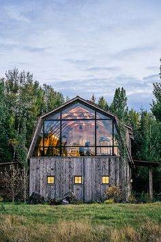 Resembling the classic farmstead outbuilding on the outside, The Barn uses a mix. Resembling the classic farmstead outbuilding on the outside, The Barn uses a mix of rustic finishes and modern updates for a one-of-a-kind guesthouse. Modern Barn, Modern Farmhouse, Modern Rustic, Rustic Barn, Modern Lodge, Rustic Luxe, Style At Home, Hay Barn, Casas Containers
