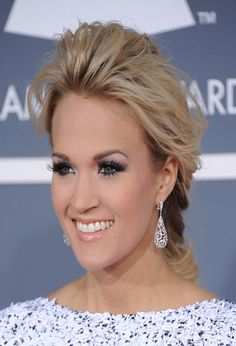 I LOVE CARRIE UNDERWOOD.