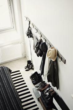 Un intérieur noir et blanc - Frenchy Fancy Estilo Interior, Interior Styling, Hallway Inspiration, Interior Inspiration, Design Inspiration, Interior Architecture, Interior And Exterior, Entry Hallway, Entryway Hooks