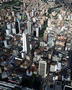 "Medellinismo on Instagram: ""@mi_chick nos comparte esta espectacular fotografía.  #medellncolombia #medellín #antiiquia"" New York Skyline, Travel, Instagram, World, Medellin Colombia, T Shirts, Pictures, Viajes, Destinations"