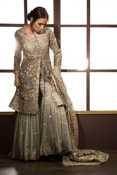 Latest Bridal Gharara Designs 2017 Find here stylish and trendy partywear Sharara designs thats most famous in this wedding seasion Pakistani Wedding Outfits, Pakistani Wedding Dresses, Pakistani Dress Design, Bridal Outfits, Indian Dresses, Indian Outfits, Pakistani Couture, Pakistani Gharara, Nikkah Dress