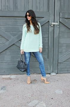 Simple But Classy | fall style | fall fashion | winter style | winter fashion | how to style a cropped sweater | styling for fall | fashion for fall | cold weather fashion || The Girl in the Yellow Dress