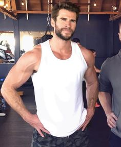 you the hell is bucky Miley And Liam, Handsome Celebrities, Hemsworth Brothers, Australian Actors, Fine Men, Celebrity Dads, Chris Hemsworth, Man Crush, Hot Boys
